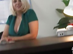Good looking MILF bitch gets pumped by well hung black bear