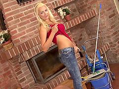 Stunning blonde beauty fingers her slit