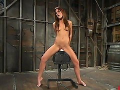 Holly Wellin gets double penetrated by a fucking machine and gets orgasm