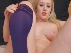 Sexy Beautiful Babe Loves to Play her Pussy on Cam