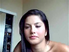 Sunny Leone masturbates her cooch in front of a webcam