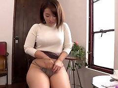 Shinozaki Kanna wants to suck her friend's penis before a masturbation
