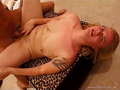 Amateur blonde shows her ugly hairy twat and gets fucked and facialed