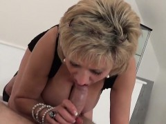 Cheating uk milf gill ellis showcases her large boobs