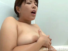 Chubby Asian girl Nozomi Sasayama gets off in the tub