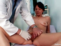 Kinky doctor explores old  worn out [pussy