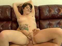 Tattooed Selena Skye fucks on a sofa and gets facialed